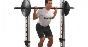 Базовое упражнение пауэрлифтинга: приседание со штангой